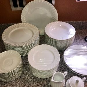 Oscar de la Renta Fine China Set